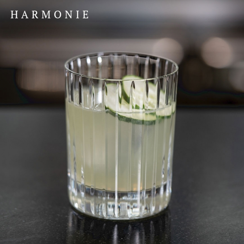 The Baccarat clear crystal HARMONIE tumbler has a marvelously linear silhouette that would be ideal for any stocked bar. Price from €230 to €300 / available in 4 sizes / set x2
